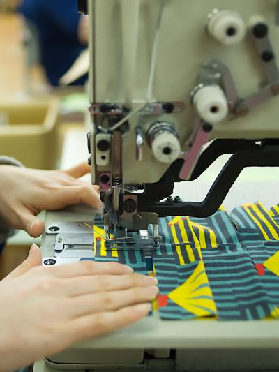 生地を裁ち、縫う 豊後 − 大分